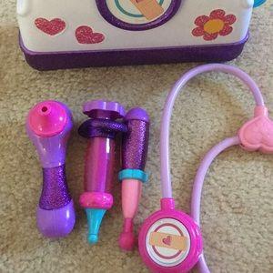 Doc McStuffins accessories includes the case/bag